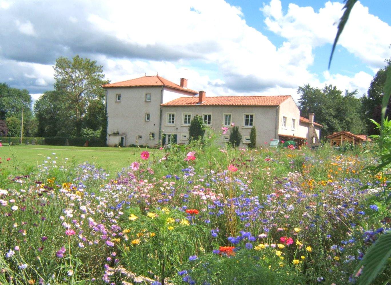Vacances rurales en haute loire tourismegite - Location auvergne piscine ...